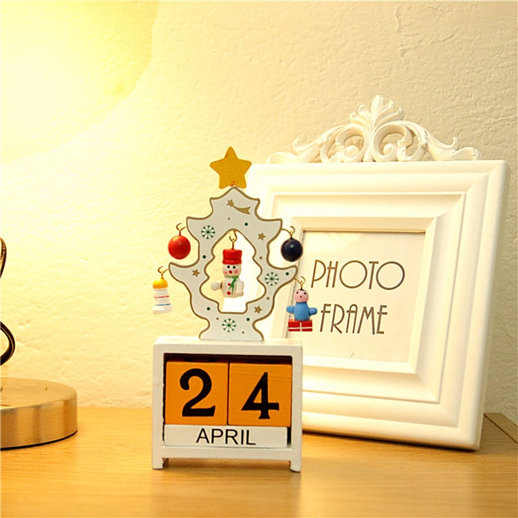 Christmas Theme Wooden Decorative Calendar